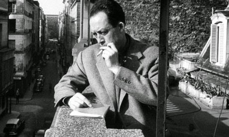 Albert-Camus-smoking-on-a-008
